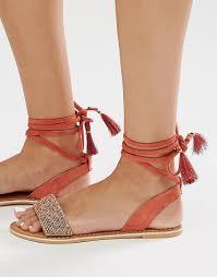 Garder à l esprit que les sandales est idéal pour les longues promenades,  vous n avez donc pas à vous soucier de l inconfort lorsque vous enfilez  l une des ... 5df17716f95
