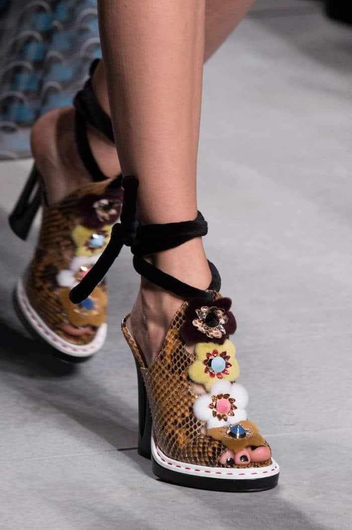 Les sandales sous toutes ses formes : l'it-shoes de cet été