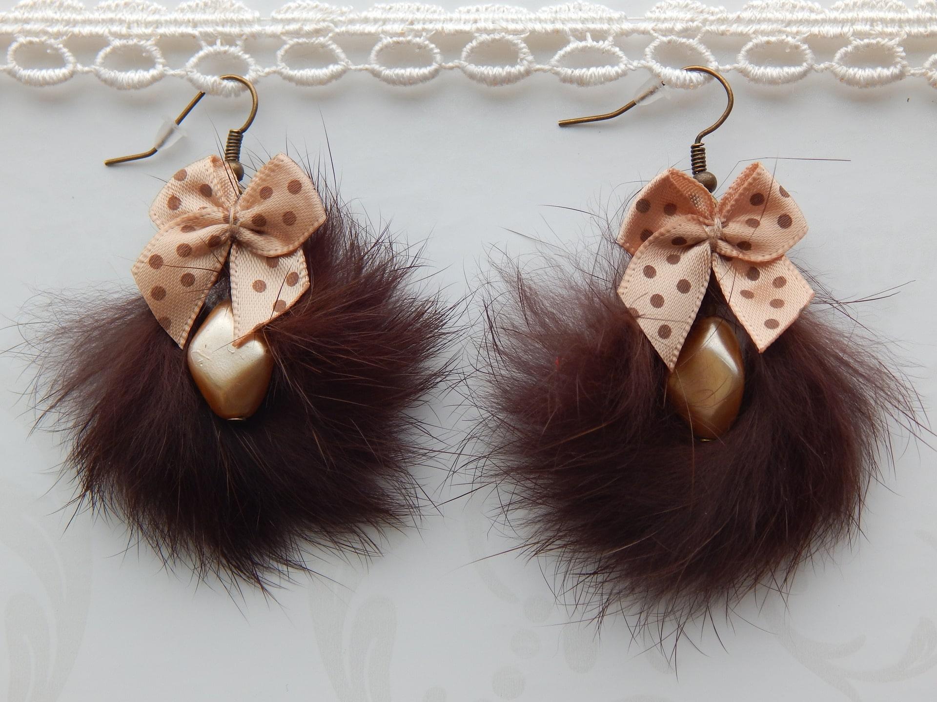 Les incontournables boucles d'oreilles en fourrure